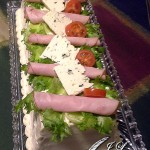 Kinkku-aura voileipäkakku